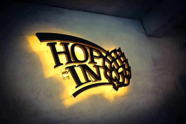 中壢酒吧hop in 店招牌