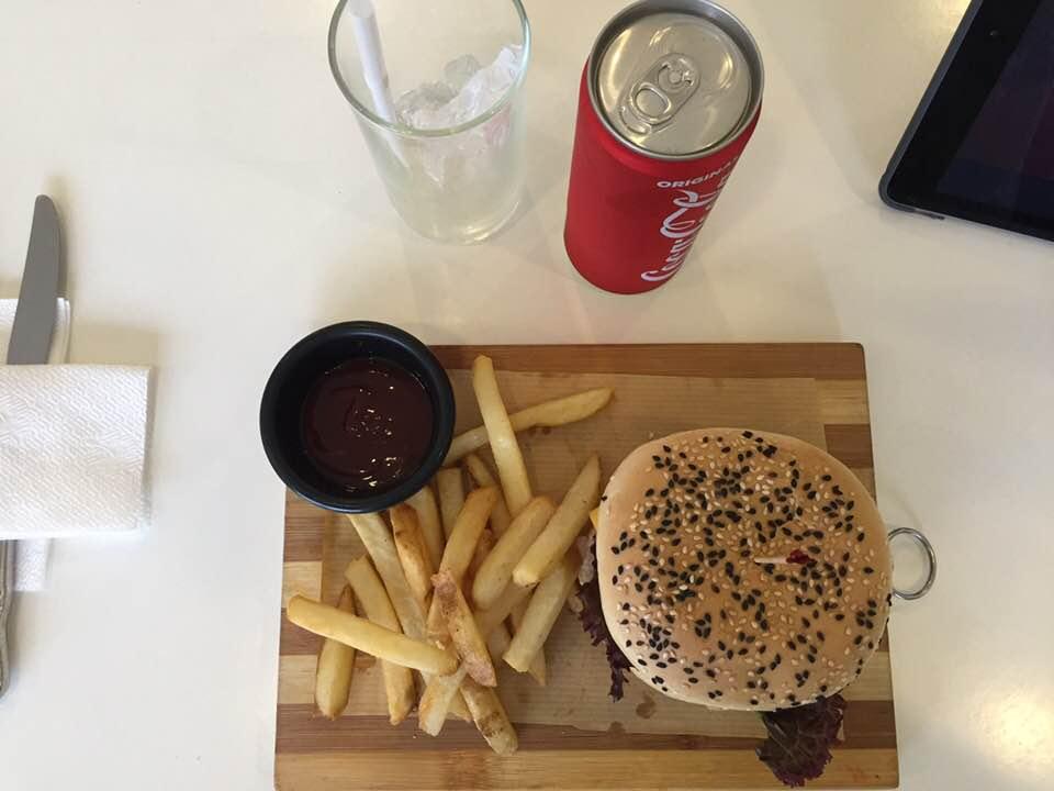 馬尼拉第一航廈餐廳漢堡