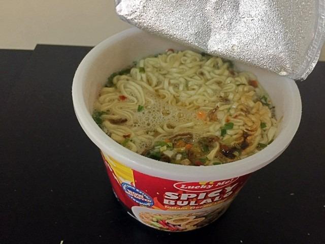 菲律賓泡麵 辣牛骨湯3